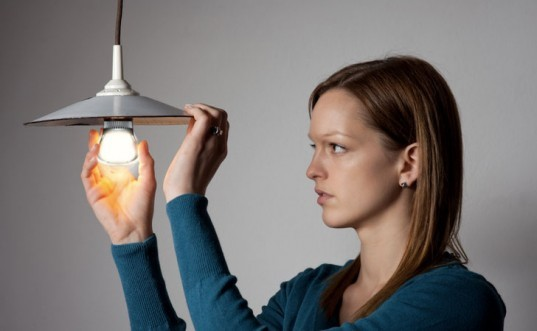switching-out-bulbs-image-537x331